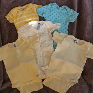 Bundle of 6 Unisex Onesies, size newborn